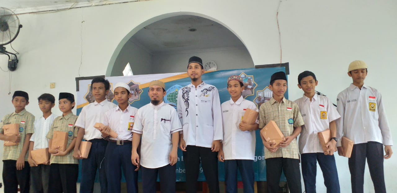 Penerimaan Laporan Hasil Belajar Siswa SMP-SMA Al Qur'an Cibinong Bogor Semester Ganjil Tahun Pelajaran 2019-2020