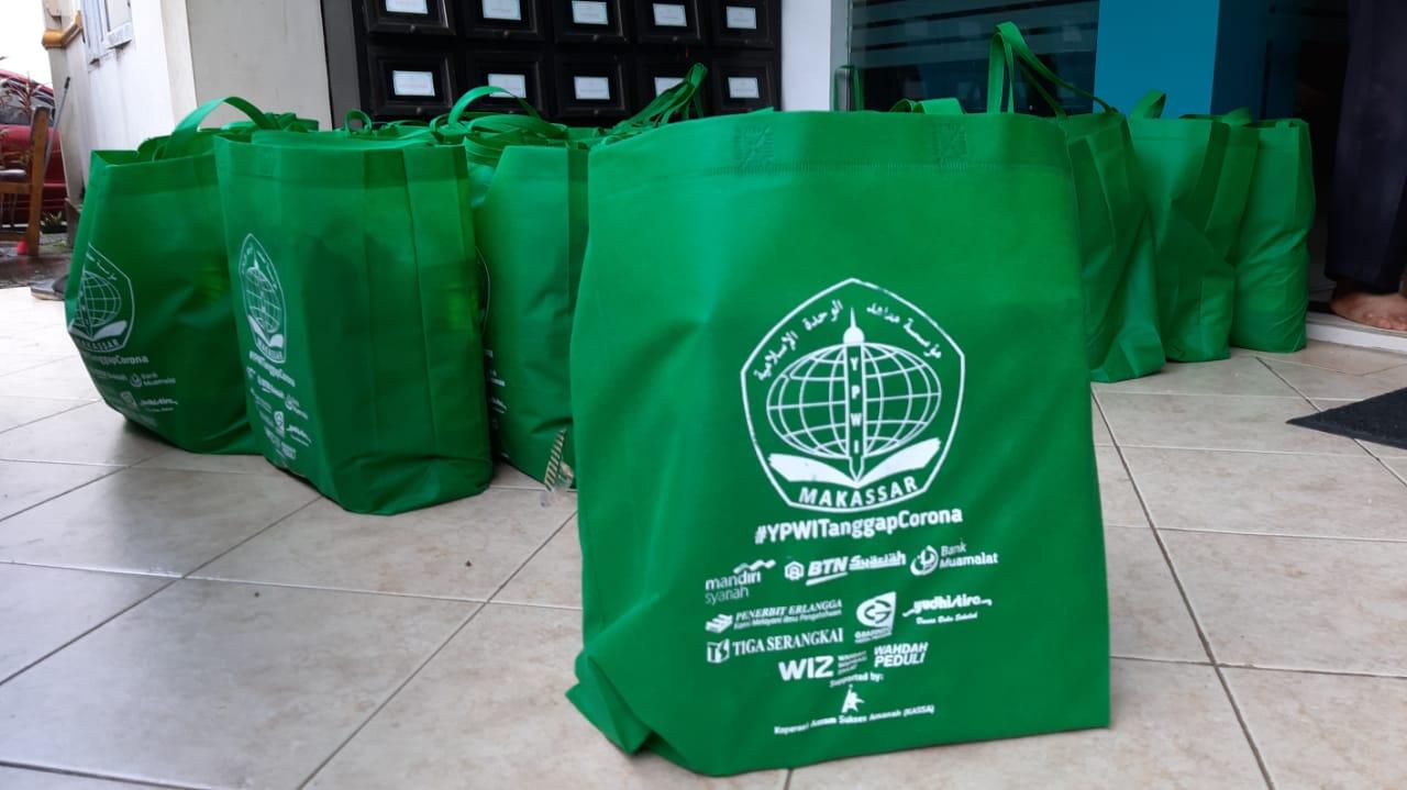 Peduli Dengan Nasib Dai dan Guru Sekolah, YPWI Bagikan Ratusan Paket Sembako Di Tengah Wabah Corona
