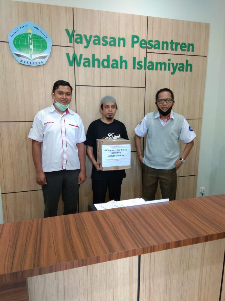 YUDHISTIRA GHALIA INDONESIA serahkan bantuan APD